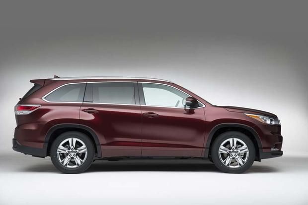 Toyota Highlanders 2016 >> 2016 vs. 2017 Toyota Highlander: What's the Difference? - Autotrader