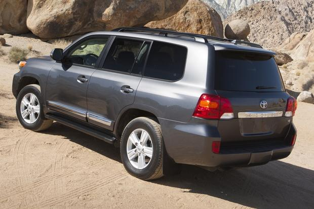 2013 Toyota Land Cruiser: OEM Image Gallery featured image large thumb1