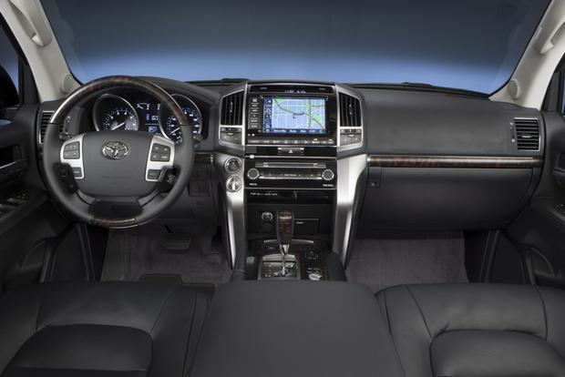 2013 Toyota Land Cruiser: OEM Image Gallery featured image large thumb3