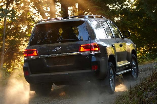 2016 Toyota Land Cruiser vs. 2016 Lexus LX 570: What's the Difference? featured image large thumb7