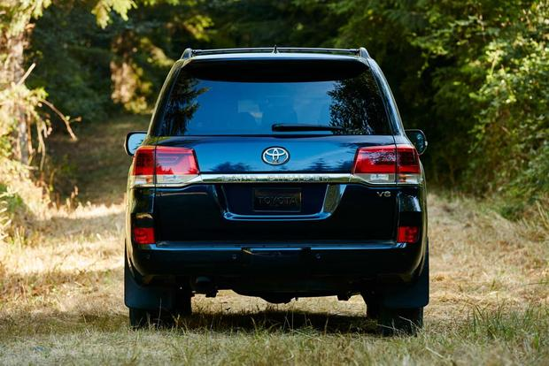 2017 Toyota Land Cruiser: New Car Review featured image large thumb7