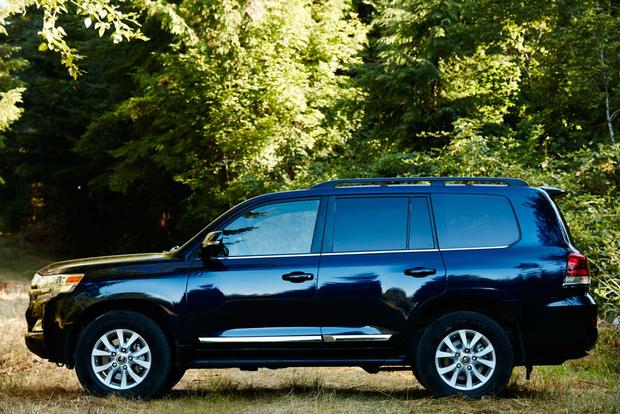 2017 Toyota Land Cruiser: New Car Review featured image large thumb8