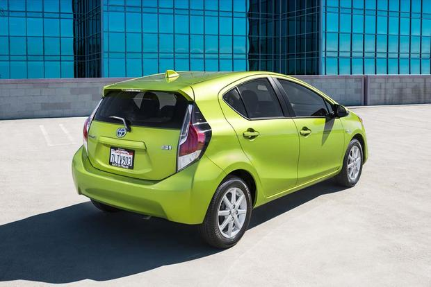 2016 Toyota Prius c: New Car Review featured image large thumb4