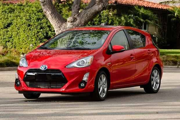 2017 Toyota Prius c: New Car Review featured image large thumb3