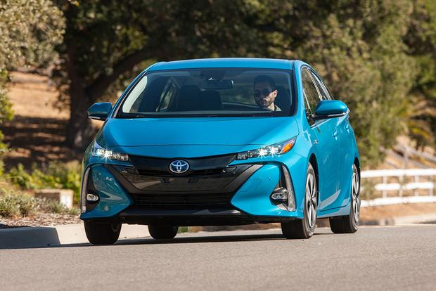 2017 Toyota Prius Prime: New Car Review featured image large thumb2