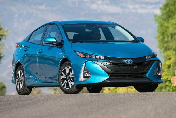 2017 toyota prius prime first drive review. Black Bedroom Furniture Sets. Home Design Ideas