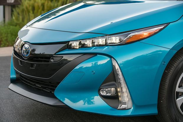 2017 Toyota Prius Prime: New Car Review featured image large thumb6