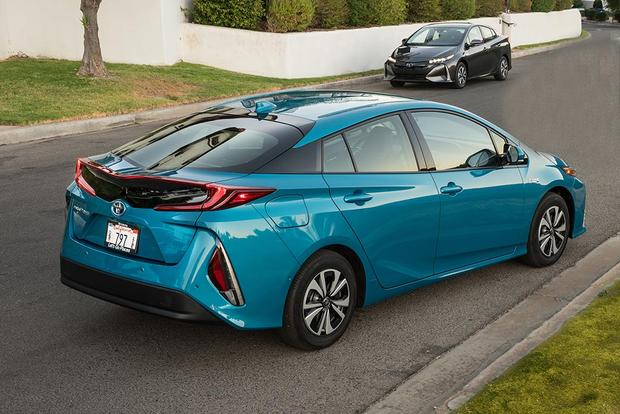 2017 Toyota Prius Prime Vs 2017 Chevrolet Volt Which Is Better Autotrader