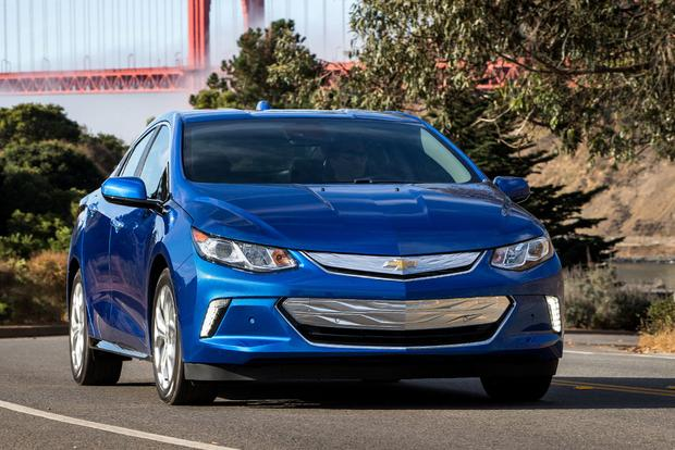 2017 Toyota Prius Prime vs. 2017 Chevrolet Volt: Which Is Better?