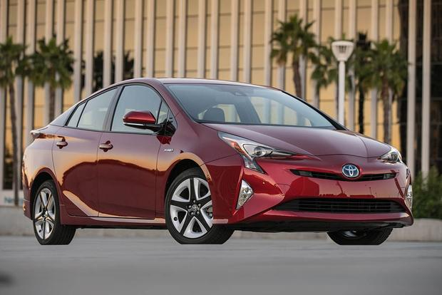 2017 Toyota Prius Prime vs. 2017 Toyota Prius: What's the Difference? featured image large thumb5