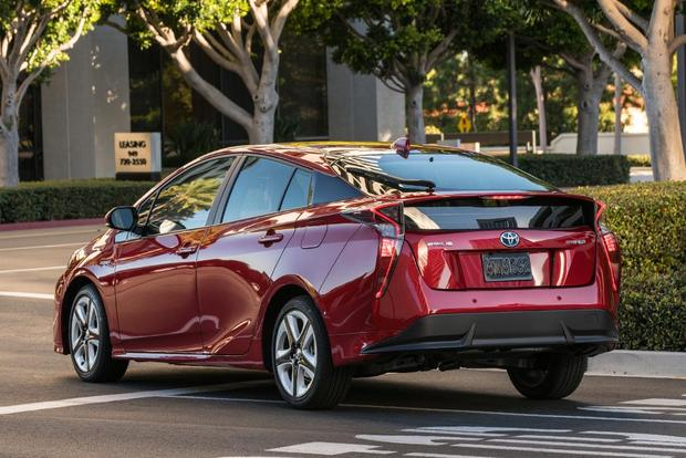 2017 Toyota Prius Prime Vs What S The Difference Featured Image