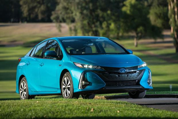 2017 Toyota Prius Prime vs. 2017 Toyota Prius: What's the Difference? featured image large thumb6