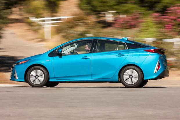 2017 Toyota Prius Prime vs. 2017 Toyota Prius: What's the Difference? featured image large thumb8