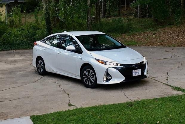 2018 Toyota Prius Prime: Style and Design featured image large thumb4