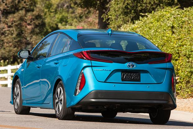 2018 Toyota Prius Prime: New Car Review featured image large thumb2