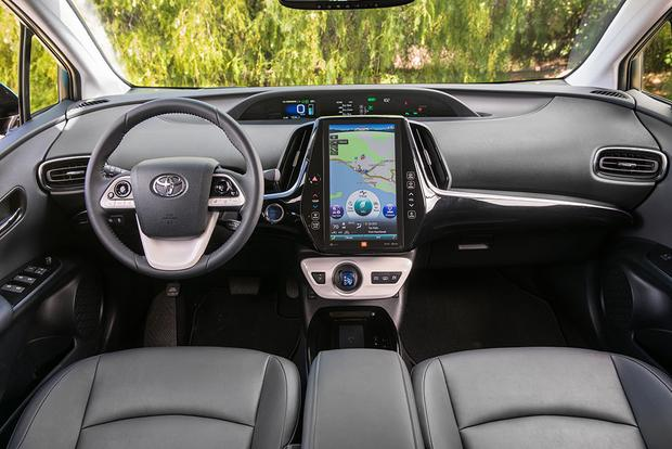 2018 Toyota Prius Prime: New Car Review featured image large thumb4