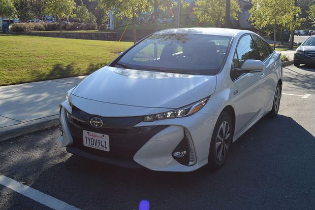 2018 Toyota Prius Prime: How Does It Compare to the Chevy Volt? featured image large thumb4