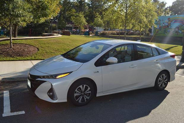 2018 Toyota Prius Prime: How Does It Compare to the Chevy Volt? featured image large thumb0
