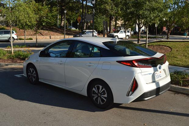 2018 Toyota Prius Prime: How Does It Compare to the Chevy Volt? featured image large thumb3