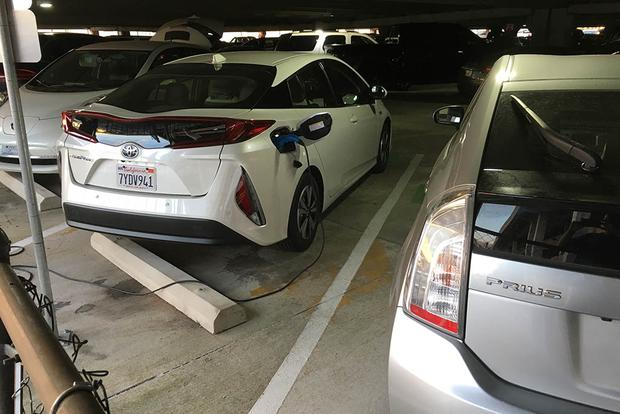 2018 Toyota Prius Prime: Airport Charging featured image large thumb0