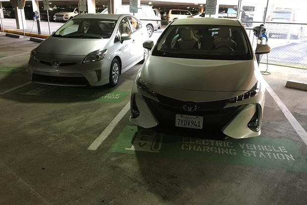2018 Toyota Prius Prime: Airport Charging featured image large thumb2