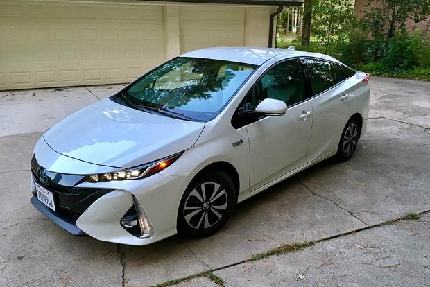 2018 Toyota Prius Prime: Style and Design featured image large thumb2