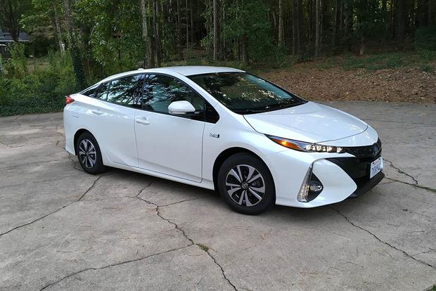 2018 Toyota Prius Prime: Style and Design featured image large thumb0