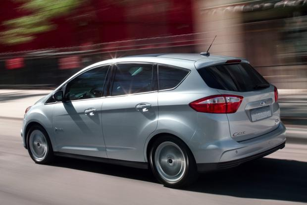 2015 Toyota Prius v vs. 2015 Ford C-MAX: Which is Better? featured image large thumb1