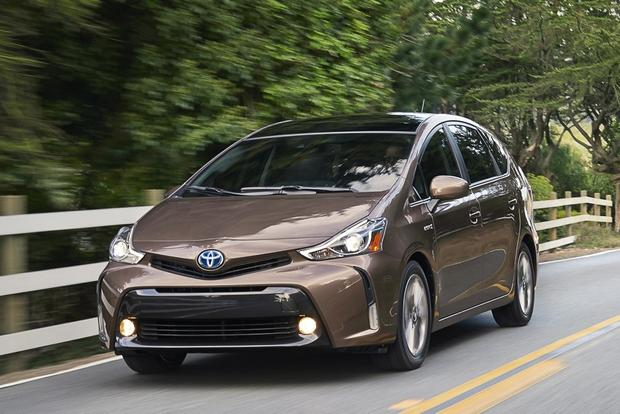 2015 Toyota Prius v vs. 2015 Ford C-MAX: Which is Better? featured image large thumb2