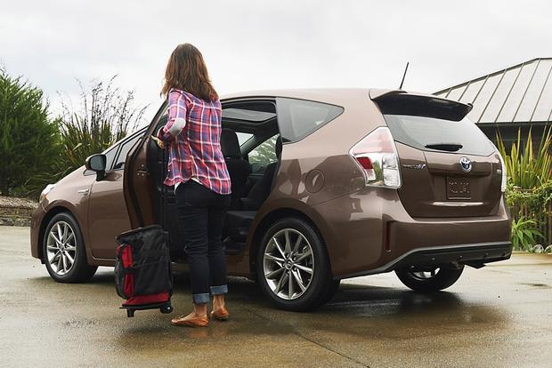 2015 Toyota Prius v vs. 2015 Ford C-MAX: Which is Better? featured image large thumb4