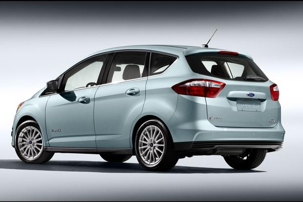 2015 Toyota Prius v vs. 2015 Ford C-MAX: Which is Better? featured image large thumb5