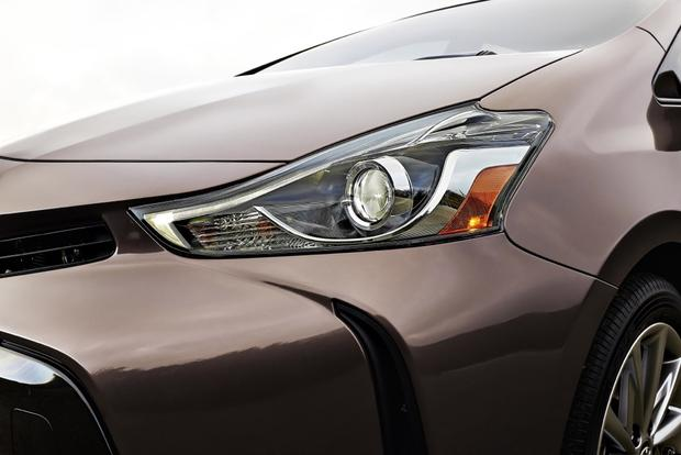 2015 Toyota Prius v vs. 2015 Ford C-MAX: Which is Better? featured image large thumb6