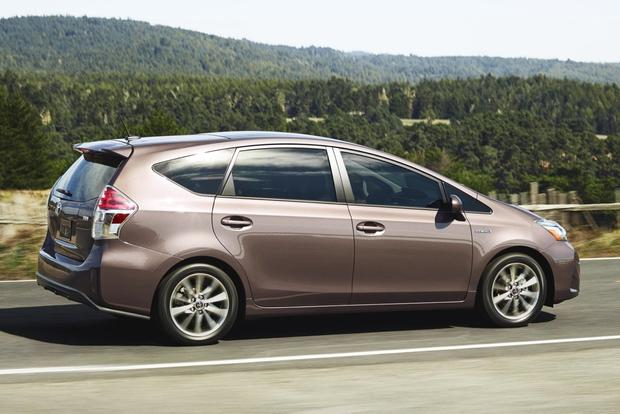 2015 Toyota Prius v vs. 2015 Ford C-MAX: Which is Better? featured image large thumb10