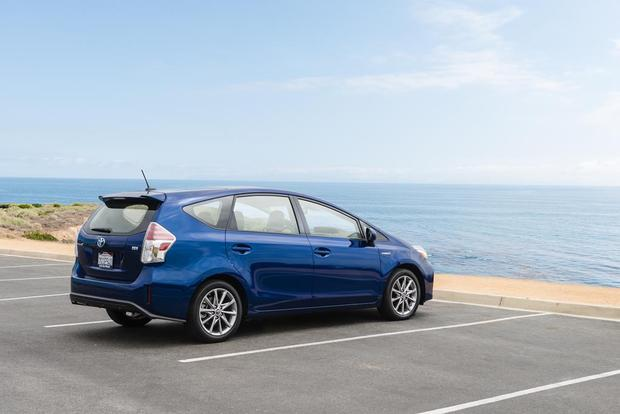 2016 Toyota Prius v: New Car Review featured image large thumb2