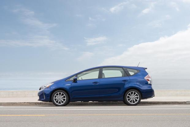 2016 Toyota Prius v: New Car Review featured image large thumb3