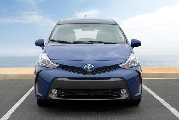 2017 Toyota Prius v: New Car Review featured image large thumb3