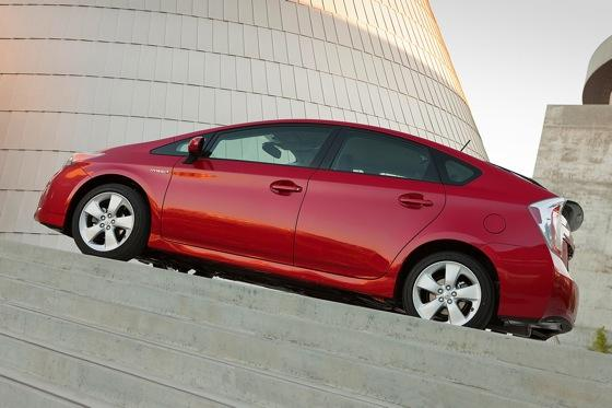 2013 Toyota Prius Plug-in Hybrid: New Car Review featured image large thumb12