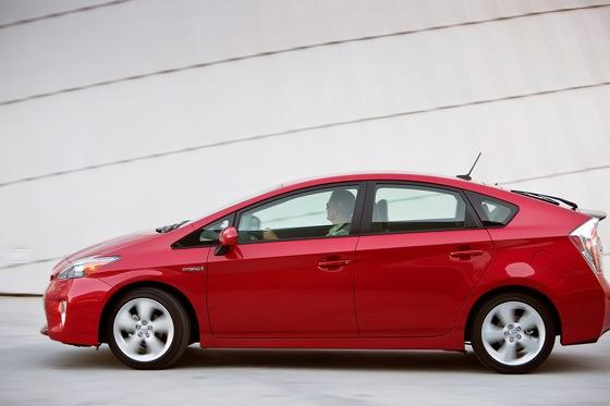 2012 Toyota Prius: New Car Review featured image large thumb1