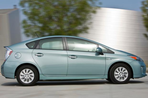 2014 Toyota Prius Plug-in Hybrid: New Car Review featured image large thumb1