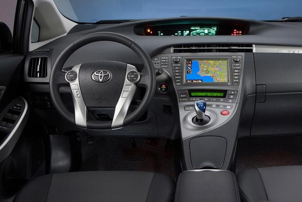 2014 Toyota Prius Plug-in Hybrid: New Car Review featured image large thumb2