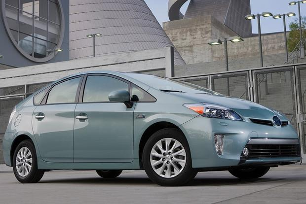 2014 Toyota Prius Plug-in Hybrid: New Car Review featured image large thumb3