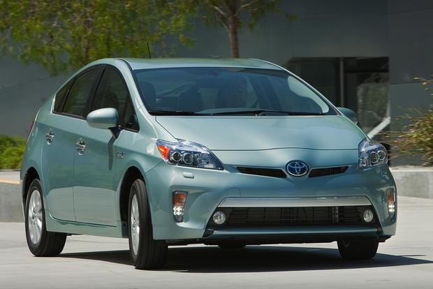 2015 Toyota Prius Plug-In Hybrid: New Car Review featured image large thumb0