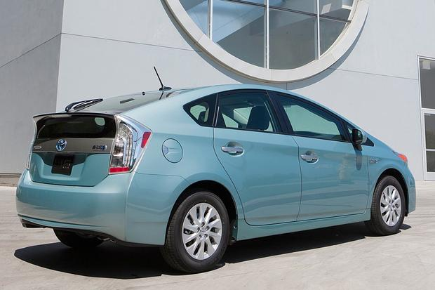2015 Toyota Prius Plug-In Hybrid: New Car Review featured image large thumb2