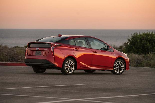 2016 Toyota Prius: New Car Review featured image large thumb2