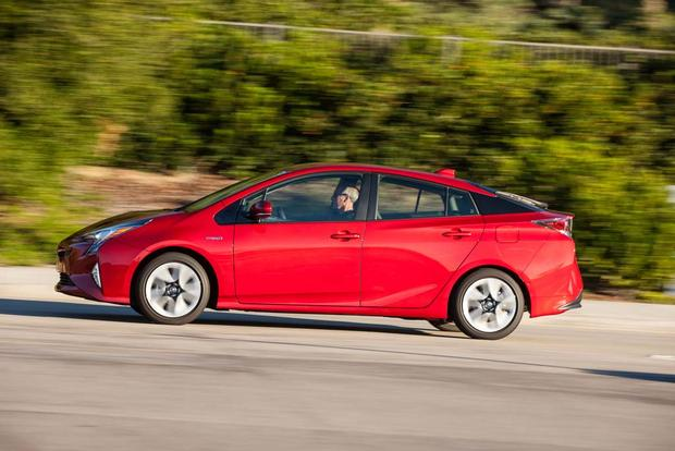 2016 Toyota Prius: New Car Review featured image large thumb3