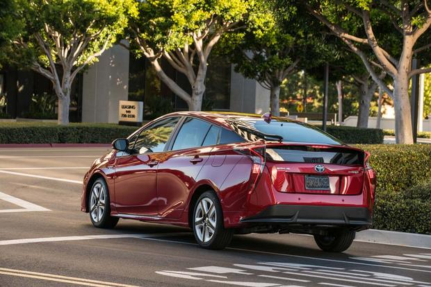 2016 Toyota Prius: New Car Review featured image large thumb4