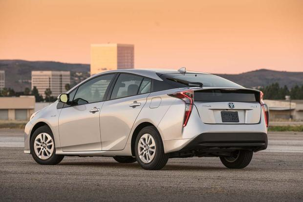 2016 Toyota Prius: First Drive Review featured image large thumb6