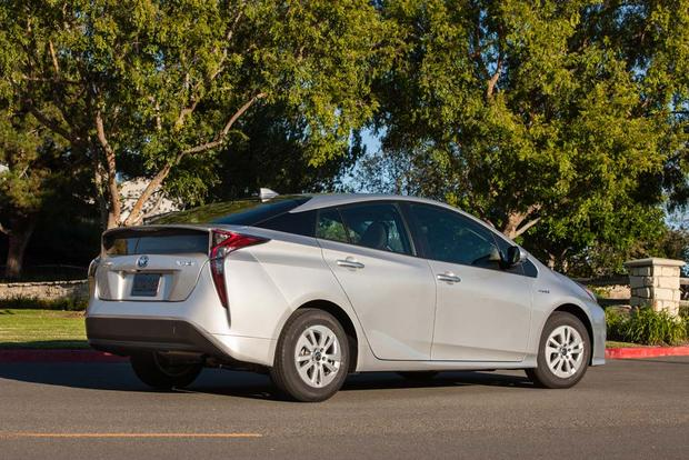 2016 Toyota Prius: First Drive Review featured image large thumb7