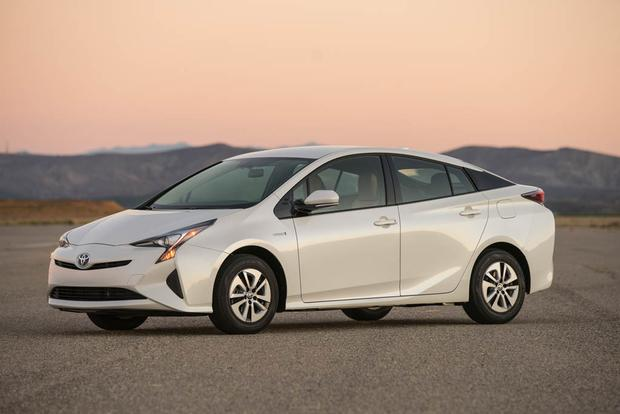 2017 Toyota Prius: New Car Review featured image large thumb2
