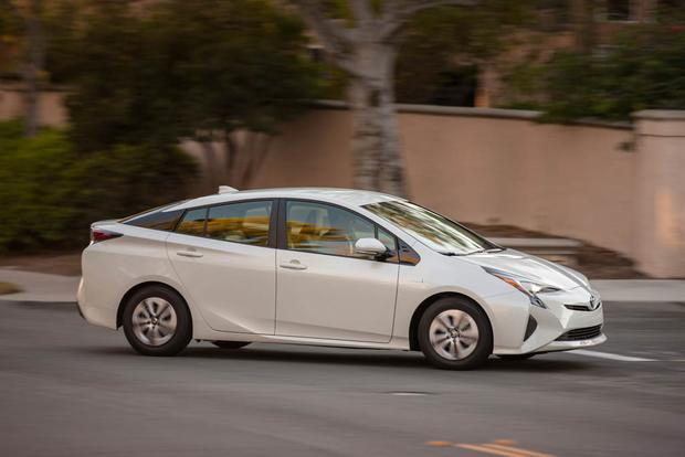 2018 Toyota Prius: New Car Review featured image large thumb0